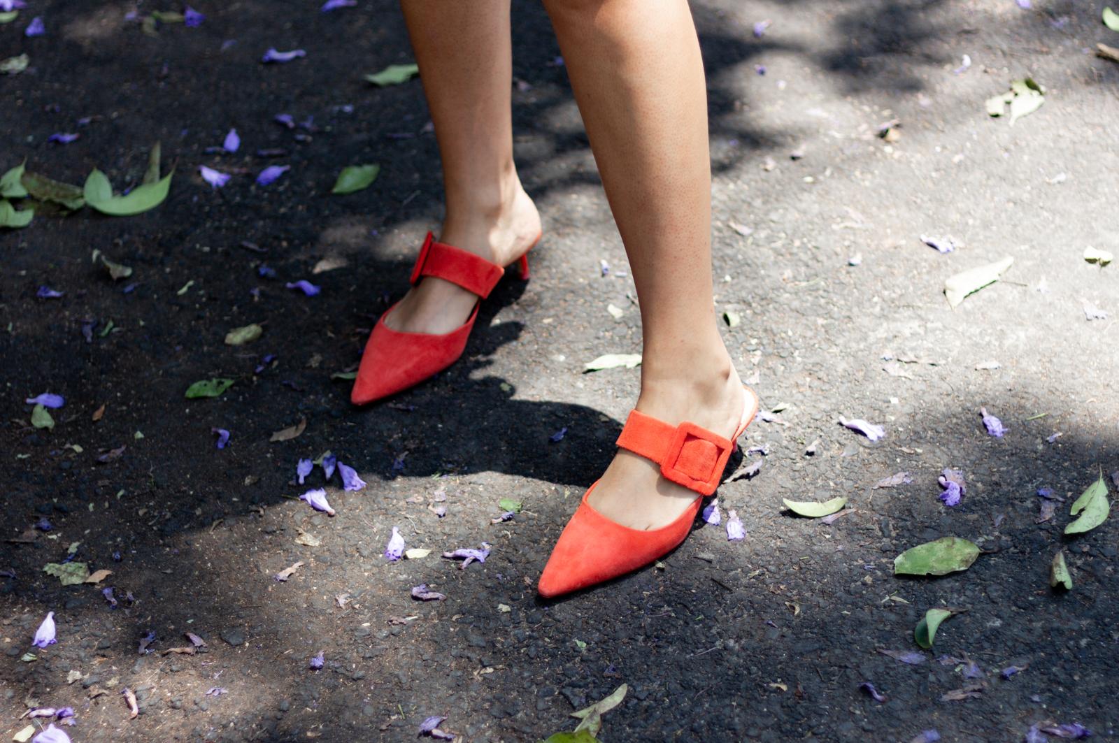 Zapatos bajos pero formales