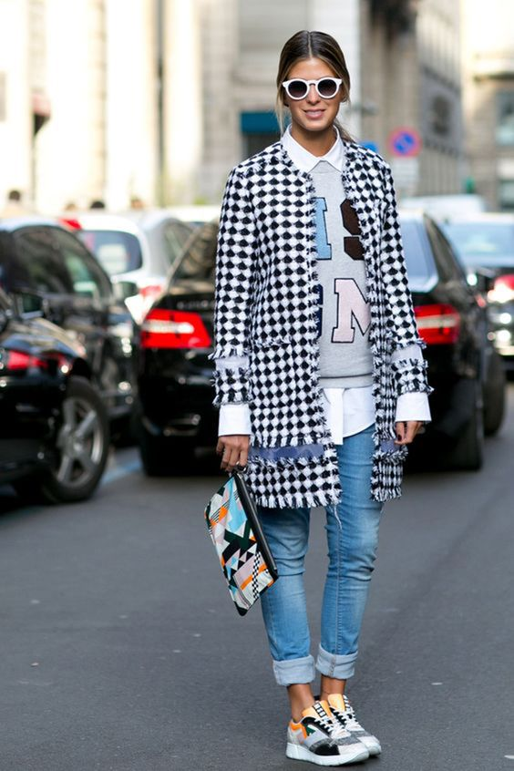 Outfit con zapatillas deportivas