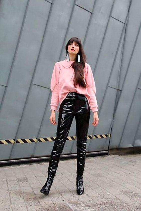 pantalones negros plastificados